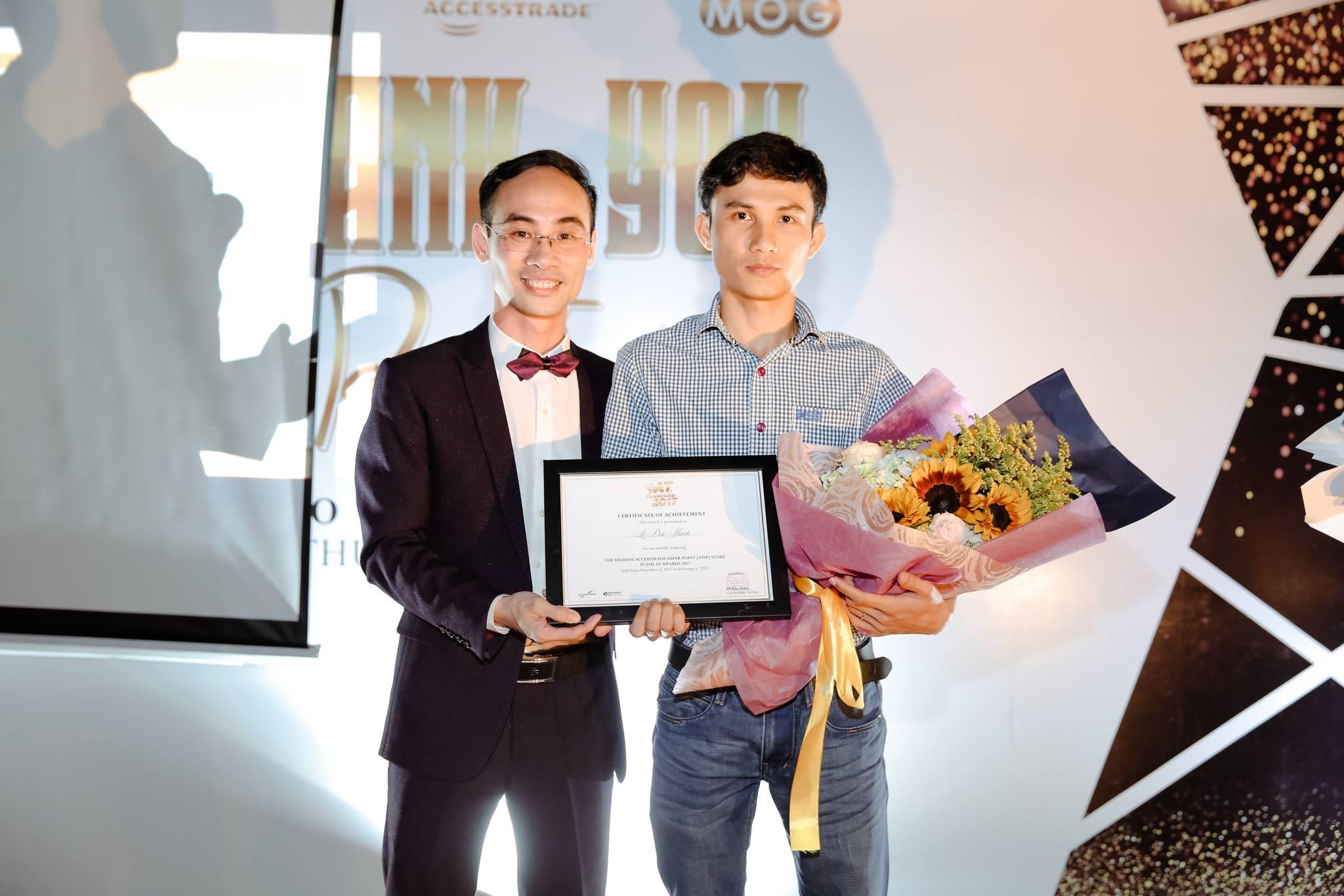 CEO Đỗ Hữu Hưng trao giải AT Awards Việt Nam