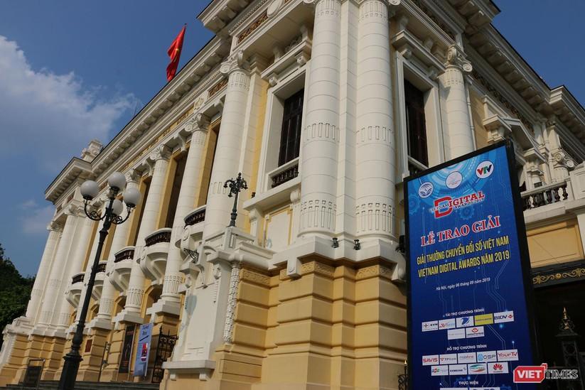 Những hình ảnh ấn tượng tại Lễ trao giải thưởng Chuyển đổi số Việt Nam 2019 - ảnh 1